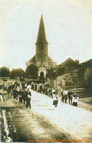 19150123b procession.jpg
