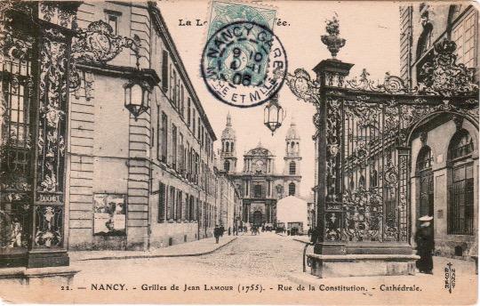 Nancy Grilles Jean Lamour , rue de la Constitution, Cathédrale.jpeg